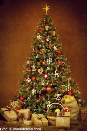 Ein Weihnachtsbaum mit Spitze ist ein echter Hingucker.