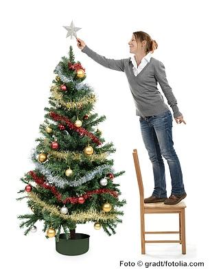 Weihnachtsbaum mit Weihnachtsschmuck und Christbaumspitze -www.christbaumspitzen.net
